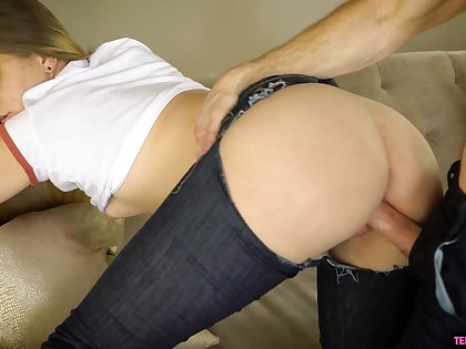 Big booty babe leaves this defy connected with work her pussy a few times