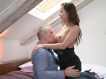 Ennuyant sexual connection between a handsome dude and a sexy partition Cindy Dollar
