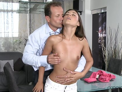Skinny young toddler lets daddy to penetrate her